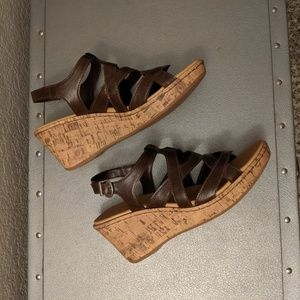 *NEW* Brown Wedges
